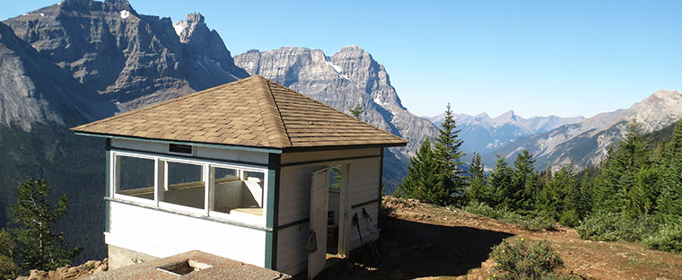 fire lookout building on the Paget Lookout trail